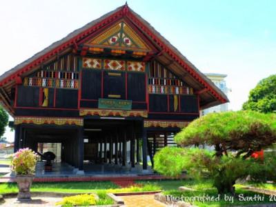 Rumah Adat Gapura Candi Bentar Berasal Dari Daerah 34 Nama Rumah Adat Tradisional Di Indonesia Beserta Gambarnya