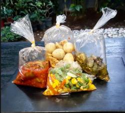 Berhenti Membungkus Makanan dengan Plastik, Ini Bahayanya!