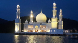 Dibangun dari Putih Telur Hingga Lumpur, 5 Masjid Unik Ini Tetap Tak Lekang oleh Zaman