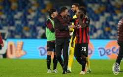 Gigi Gelandang AC Milan Ternyata Copot Setelah Disikut Pemain Napoli